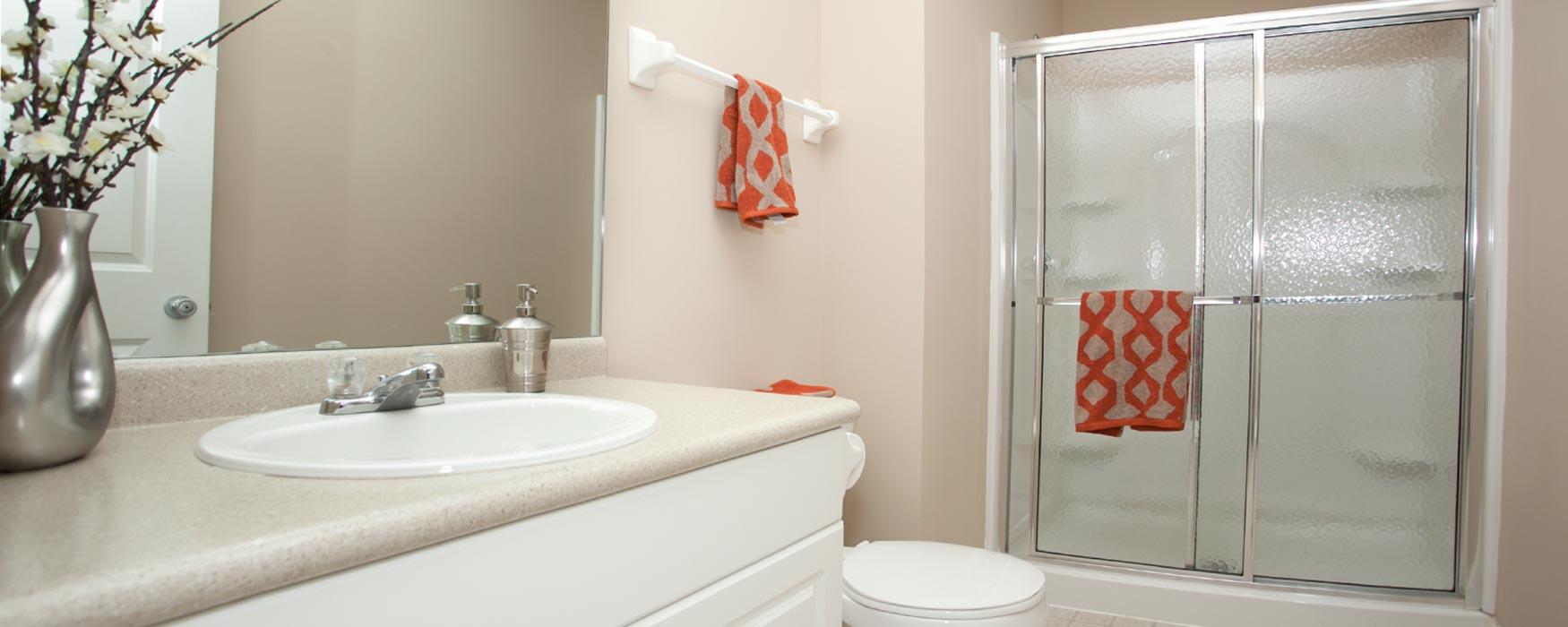 LC Hamburg Farms | Lexington Apartments | Stanton II Bathroom