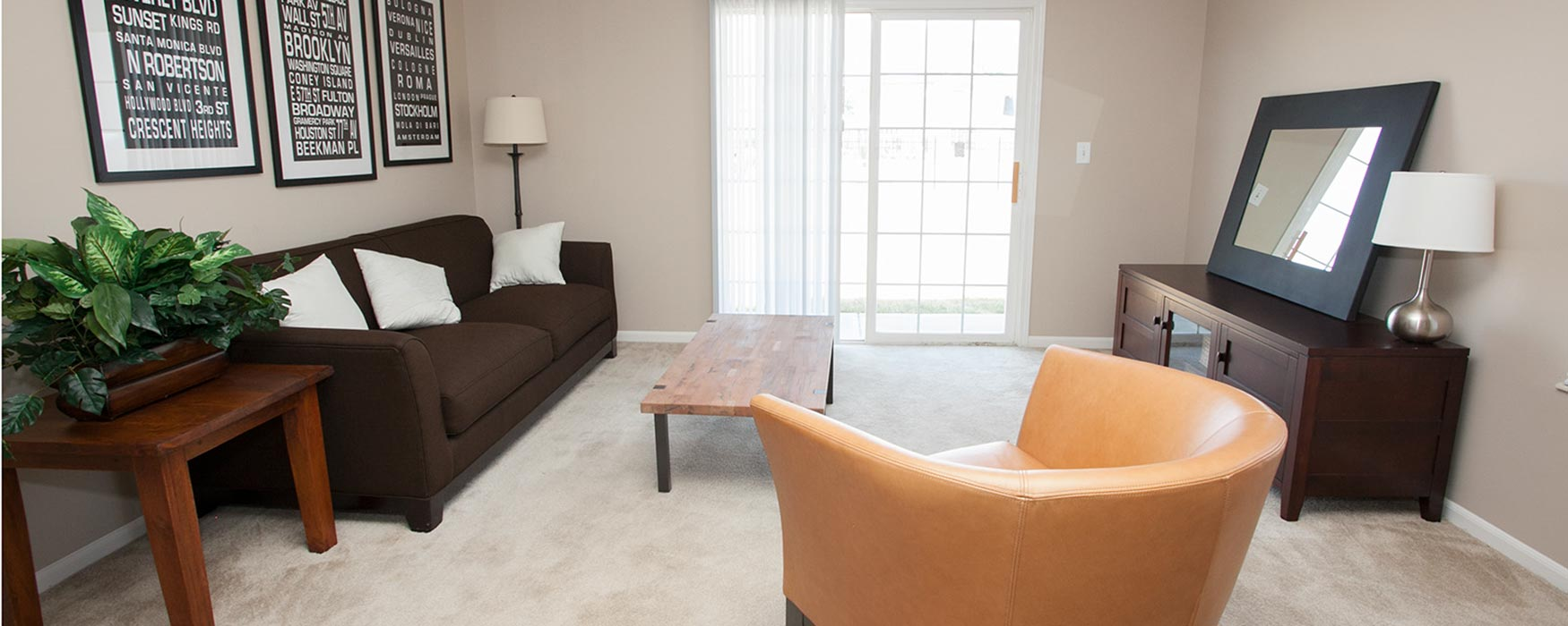 LC Hamburg Farms | Lexington Apartments | Stanton I Living Area