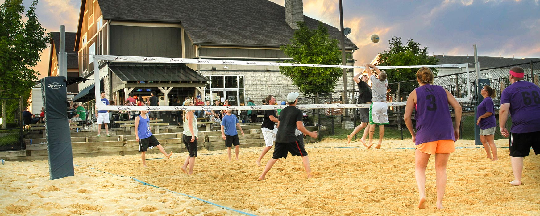 LC New Albany Park | New Albany Apartments | Volleyball Courts