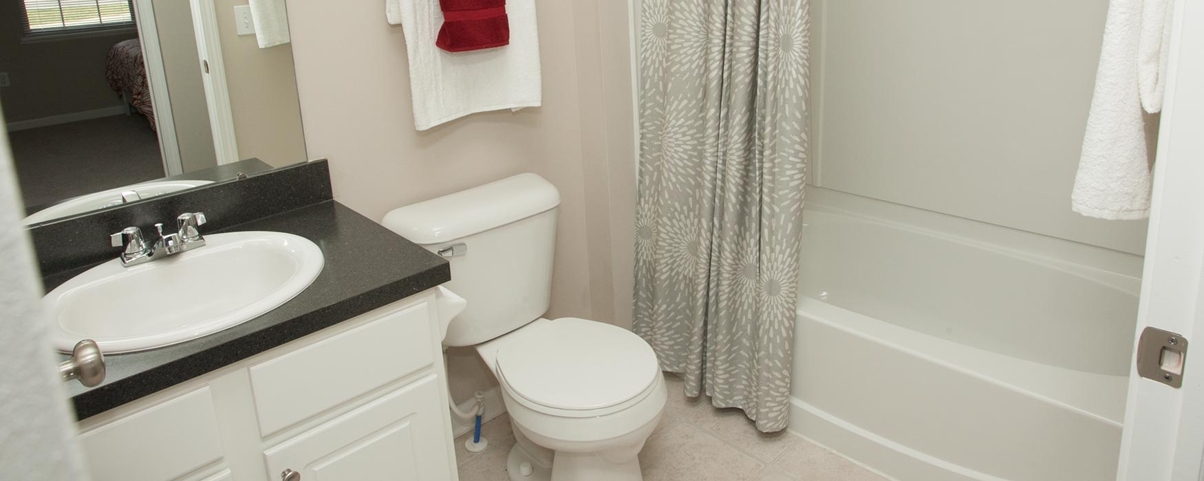 LC Preserve Crossing | Gahanna  Apartments | Bentley I Bathroom