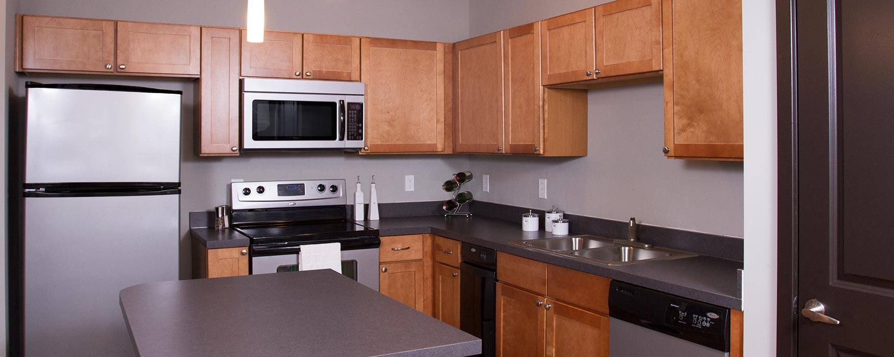 LC Riversouth | Downtown Columbus Apartments | Greenwich Kitchen